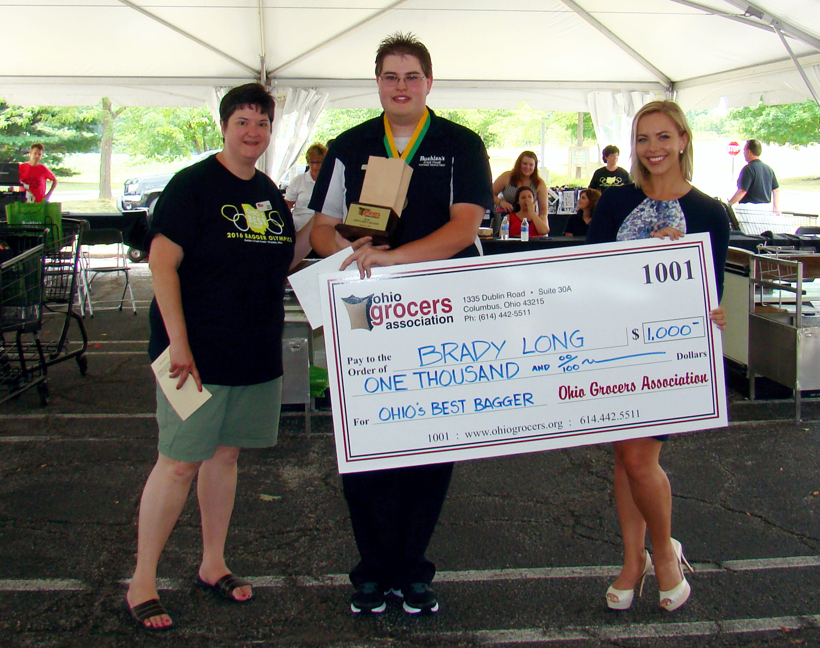 Ohio Grocery Association Bagger Competition winner 2016